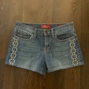 Lucky Brand | Embroidery Blue Jean Shorts (4/27)